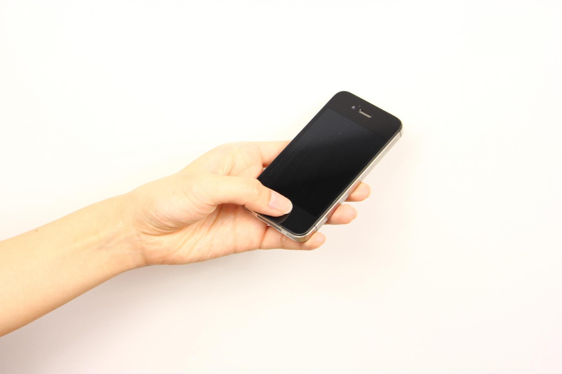 携帯電話を英語では何と言う?「スマホ」や「ガラケー」は通じるのか。