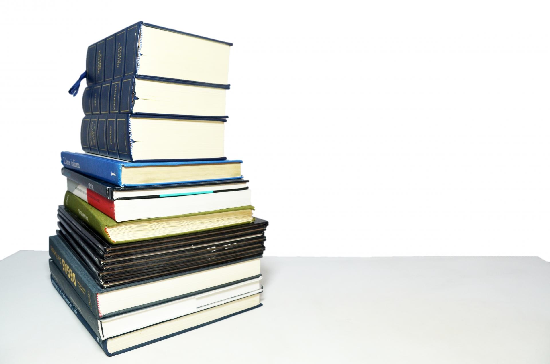 スペイン語の辞書の選び方。おすすめの電子辞書やアプリも紹介。